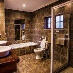 Gwahumbe en-suite bathroom