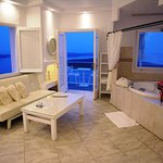 Honeymoon Suite AEGEO with indoor Jetted Tub by window with sea view