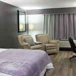 Foto de SureStay Plus Hotel by Best Western St. Louis Airport