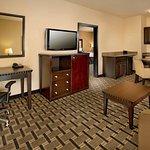 Foto de La Quinta Inn & Suites Denton - University Drive
