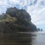 Foto de Piha Beach