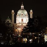 Karlsplatz: Church