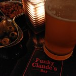 Photo de Funky Claude's Bar