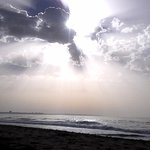 A beleza de um céu meio encoberto num dia de praia! Lagos (Meia Praia)