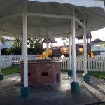 Foto de Crews Inn Hotel & Yachting Centre