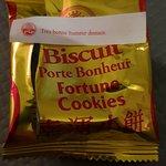Beignet biscuit Porte Bonheur .... croquez et lisez