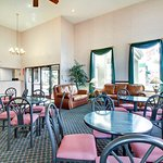 Photo of Econo Lodge  Inn & Suites Gulfport