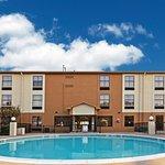 Photo of La Quinta Inn & Suites Denison - North Lake Texoma