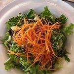 Салат из шпината и авокадо - большой комплимент шеф-повару. Идеальный баланс вкусов для тех, кто