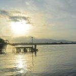 vista desde el embarcadero al amanecer