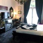 The Romantic Venice Room - Garden-facing