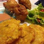 Pica Pollo(frango frito con tostones