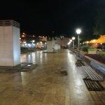 Plaza y muralla.