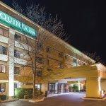 Foto de La Quinta Inn & Suites Hartford - Bradley Airport