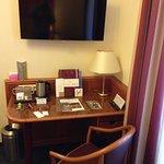 scrivania per lavorare e wi-fi molto potente