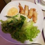 Pho Saigon: Shrimp spring roll