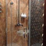Rainshower facilities in en-suite bathroom, great for a relaxing shower!