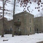 Potret Ravenwood Castle