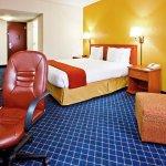 Foto de Holiday Inn Express Hotel & Suites Nashville - I-40 & 1-24 (Spence Lane)