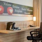 Kaffee- & Teestation im Zimmer vom H+ Hotel Stuttgart-Herrenberg