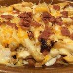 Patatas con bacón y queso