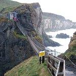 Photo de Carrick-A-Rede Rope Bridge