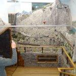 2 Etagen hohe Schweizer Berge - überall Tunnel und fahrende Züge, bis auf die Gipfel - Unglaubli