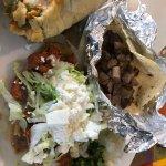 Tamale con pollo (estilo salvadoreño), taco de lengua, huarache al pastor.