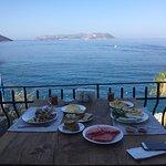 Kahvaltı çok lezzetliydi. Manzara inanılmaz güzel. Personel çok çok güleryüzlü. Odalar temiz ve