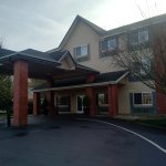Exterior of the Comfort Inn & Suites in Tualatin, OR