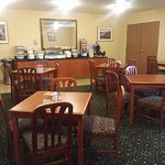 Complimentary breakfast area of Comfort Inn & Suites in Tualatin, OR