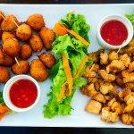 assiettes d'accras et croustillants de poissons à partager!