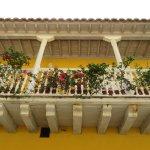 Balconada con raices hispánicas.