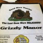 Photo de Grizzly Manor Cafe