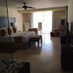 Nice big room with 1 King size bed, room 4233