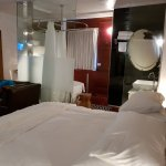 מלון מדהים!!! ועכשיו בפירוט.. המלון ממום בסמטה קסומה בלב עין כרם.. דקה הליכה מגל מום מעניין באזו