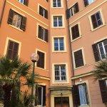 Photo de Bed and Breakfast A Casa di Lia -Home in Rome