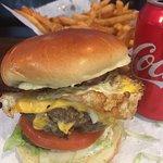 Stella's Hamburgers resmi