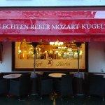 Altes Café von der Straßenansicht
