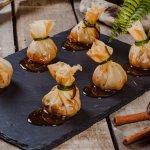 Жаренные Сюмай с уткой, в хрустящем рисовом тесте и сладким чили соусом