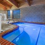 Photo de AmericInn Lodge & Suites Monroe