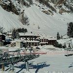 Albergo visto dalle piste da sci