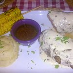 Filet with green pepper sauce, corn, mashed potatoes and dipping sauce