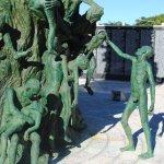 Des statuts d'adultes et d'enfants très expressifs et représentatifs de l'histoire.
