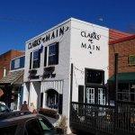 Clarks' On Mainの写真