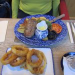 gorgeous meal, onion rings were great and the bearnaise sauce was to die for