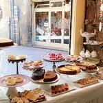 La présentation des desserts en vitrine