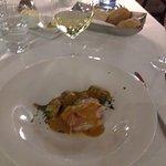 Incluso de noche tiene magia , alucinamos con un plato de sopa fria(exquisito) ,el restaurante c