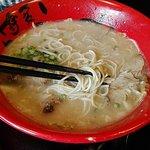 Tonkotsu Ramen : nouilles, bouillon, pousses de bambou, soja et porc