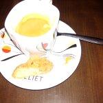 Café et son croquant en accompagnement